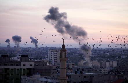 Gaza under fire (image by Mohammed Omer)