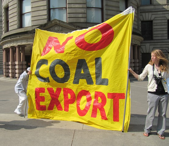 Anti-coal export protest outside Portland City Hall