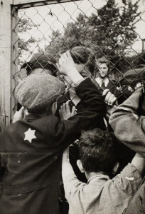 lodz_ghetto_children-talking-through-fence-698x1024.jpg
